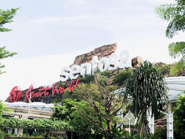 The Top 10 Attractions List Sentosa Island Singapore-Tricky Eye Museum-S.E.A Aquarium-Adventure Cove Waterpark-Universal Studio Singapore-Siloso Beach-Wings Of Time-Madame Tussaud-Tiger Sky Tower-Butterfly Park-Crane Dance