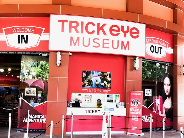 Easy Peasy Guide;The Top 10 Attractions List Sentosa Island Singapore-Tricky Eye Museum-S.E.A Aquarium-Adventure Cove Waterpark-Universal Studio Singapore-Siloso Beach-Wings Of Time-Madame Tussaud-Tiger Sky Tower-Butterfly Park-Crane Dance